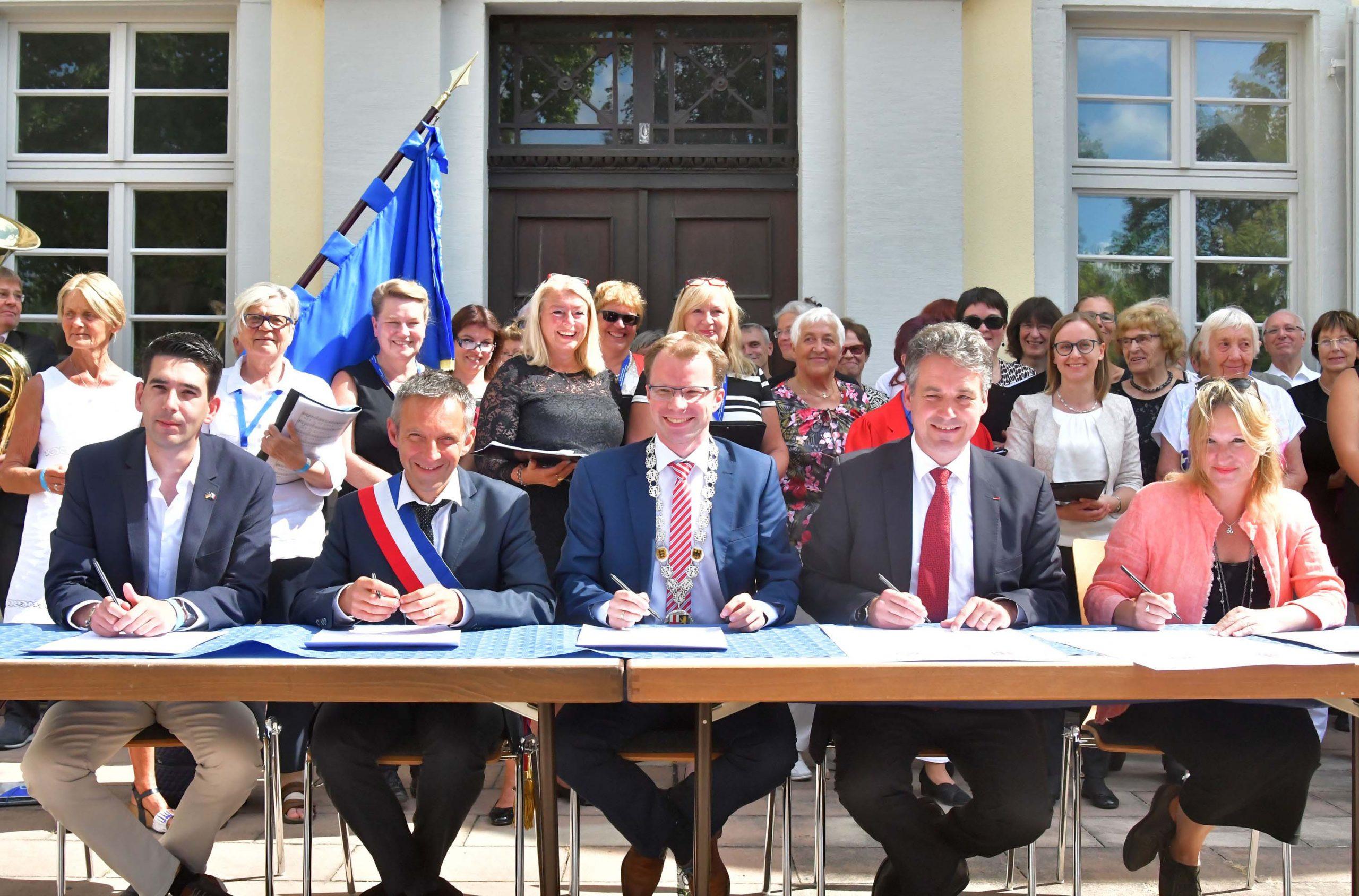 Am Tag der Städtepartnerschaft trafen sich die Bürgermeister von Plouguerneau und Edingen-Neckarhausen sowie die Präsidenten der Städtepartnerschaft.