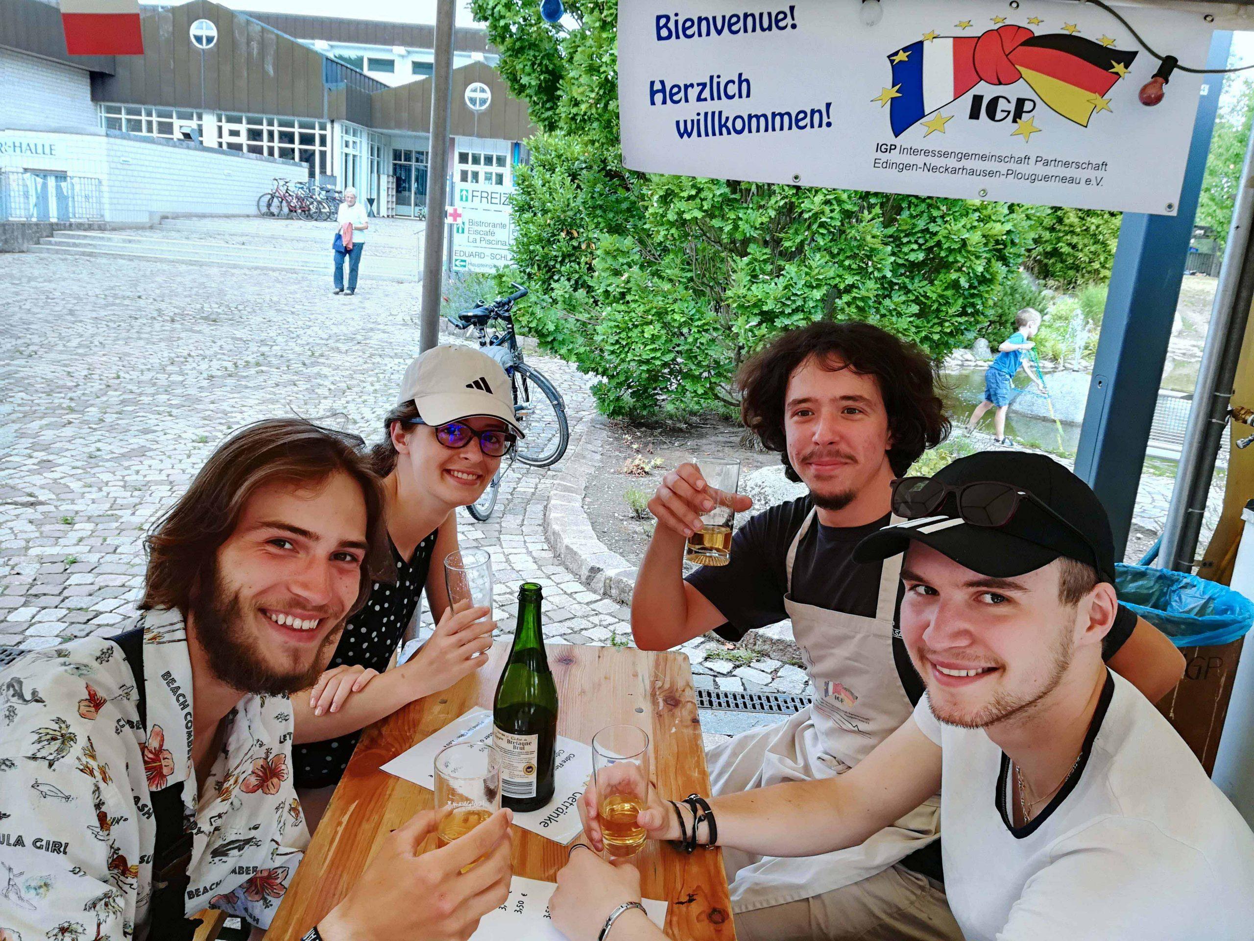 Junge deutsche Arbeiter während ihres Arbeit-Aufenthalts in Plouguerneau