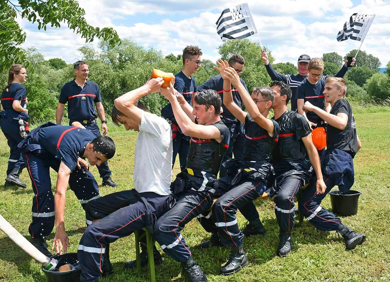 Die jungen Feuerwehrleute von Plouguerneau und Edingen-Neckarhausen haben viel Spaß.